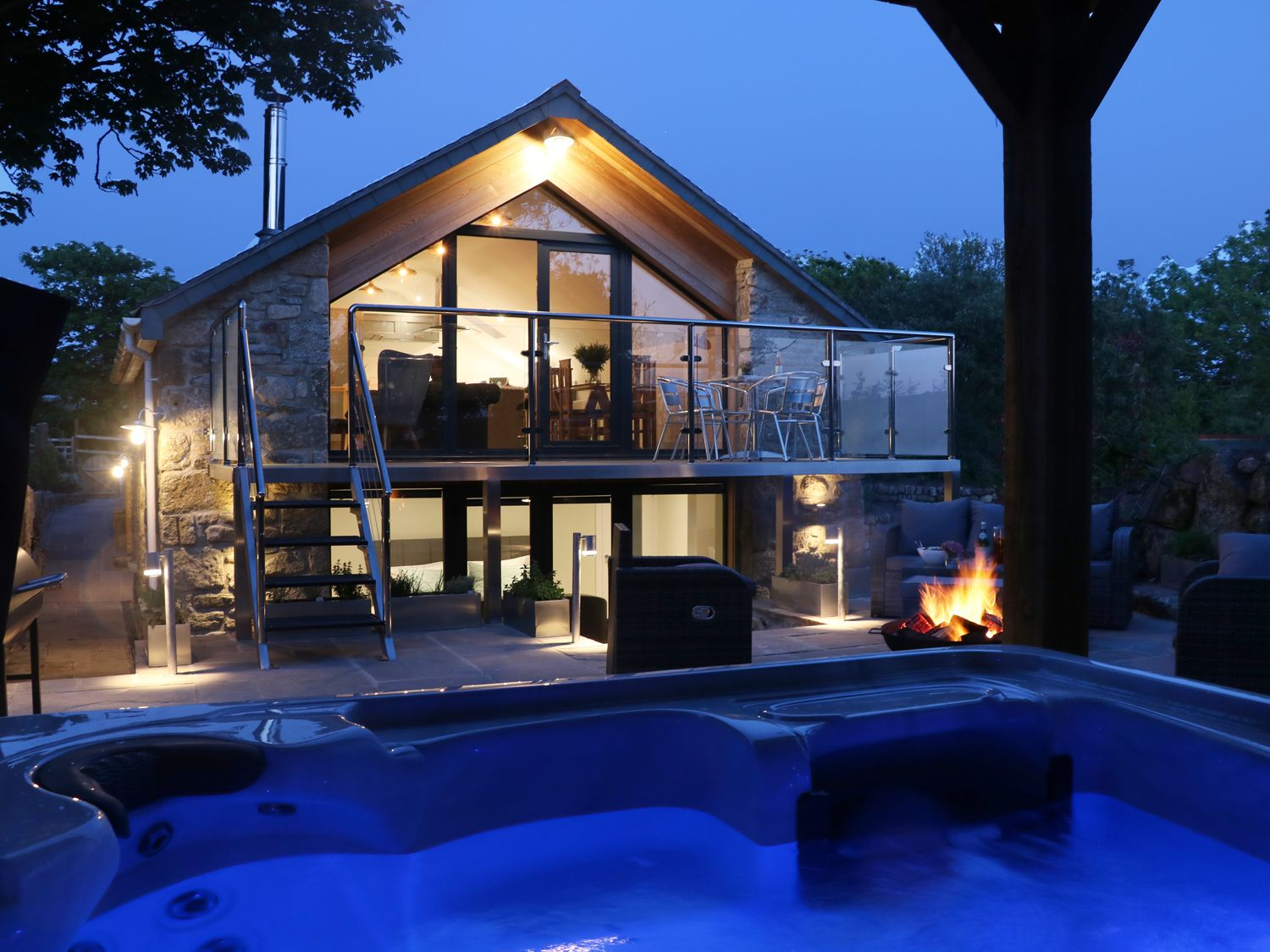Lodges With Hot Tubs For New Year S Eve Lodges With Hot Tubs