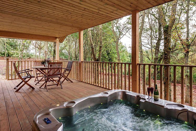 Bubbling hot tub at Willow Lodge