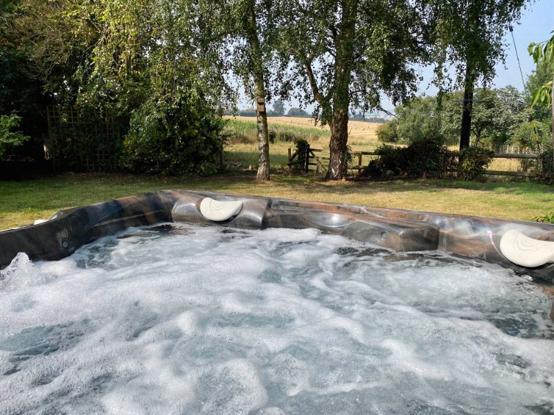 Jacuzzi Hot Tub at Old Barn House