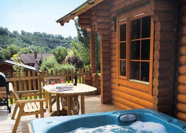 Luxury Log Cabins in Hertfordshire