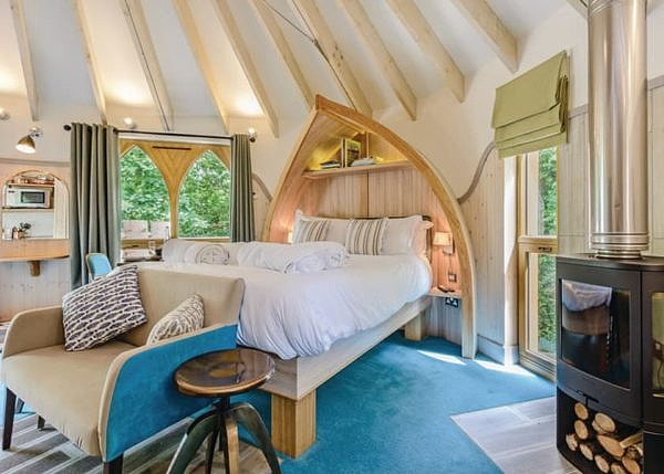 Woodside Bay Treehouse Chic Room for Two!