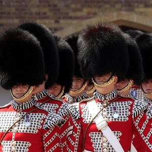 Kids Activities in London - They will love seeing the soldiers at Buckingham Palace
