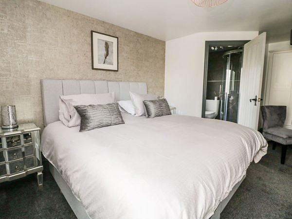 6 Lock View bedroom