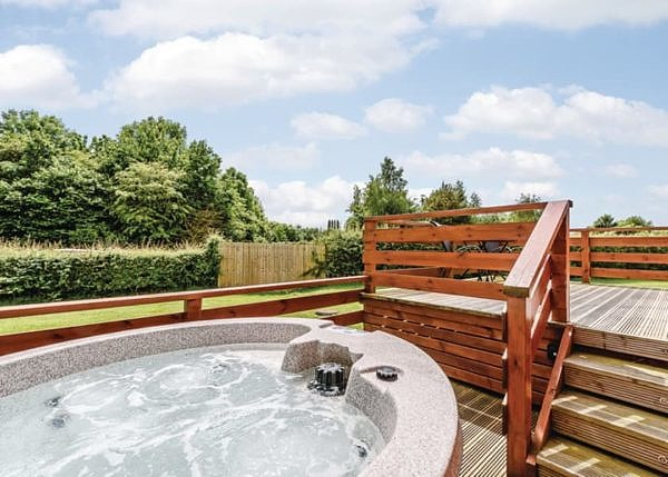 Beaconsfield Park hot tub with a beautiful view