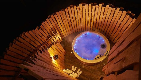 Center Parcs Sherwood Forest tree house private hot tub