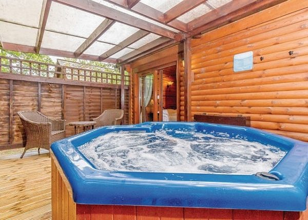 Cobbett Traditional Premier lodge with hot tub
