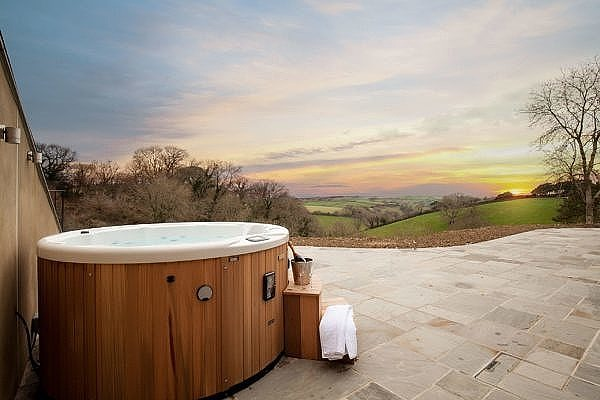 Gitcombe Retreat hot tub with an amazing view