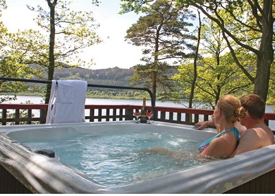 june and july lodges with hot tubs