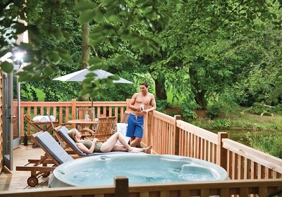 lodges with hot tubs 2015