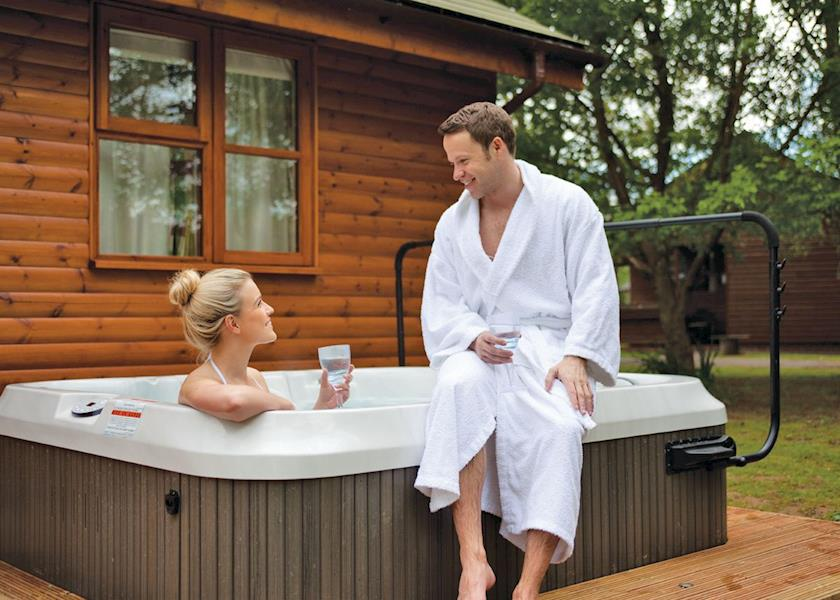 ford farm lodges with hot tubs