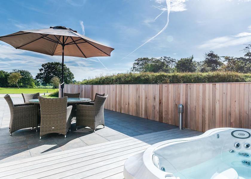 Big Summer Sale 2016 On Lodges With Hot Tubs Save Up To 300 Off School Holi