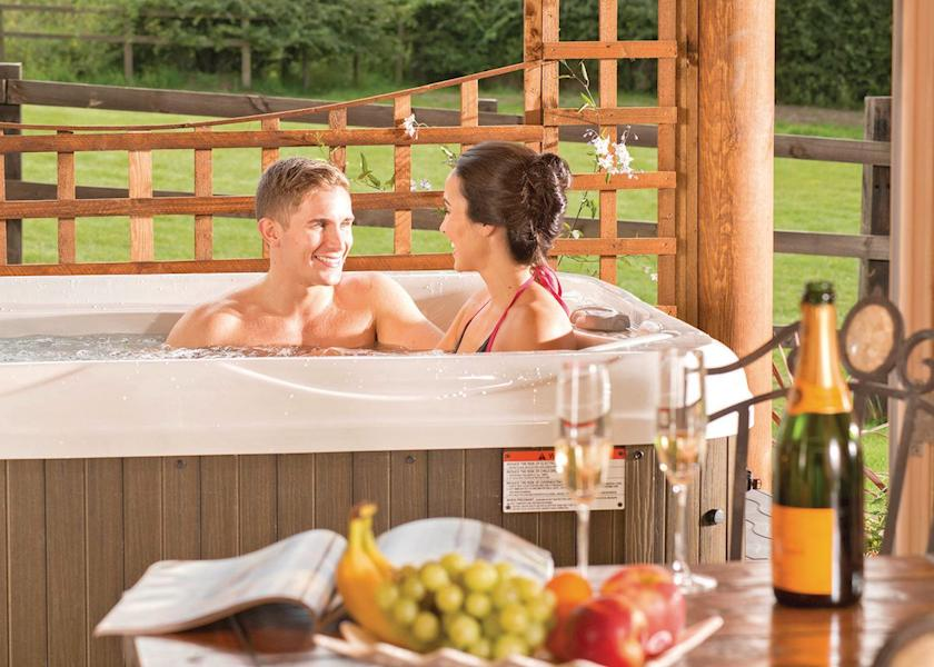 top rated lodges with hot tubs